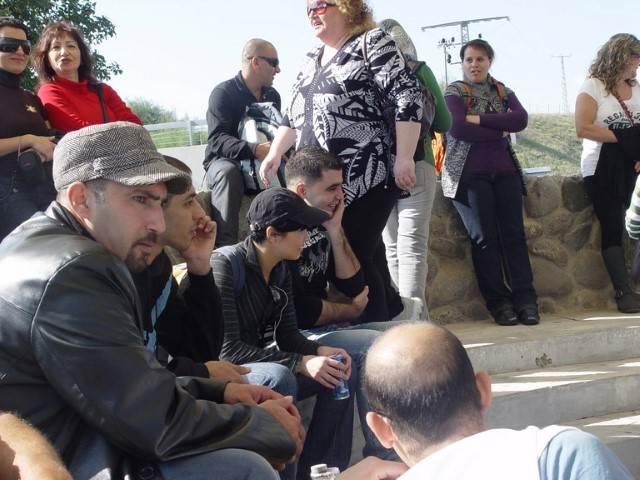 קבוצה מקשיבה להרצאה