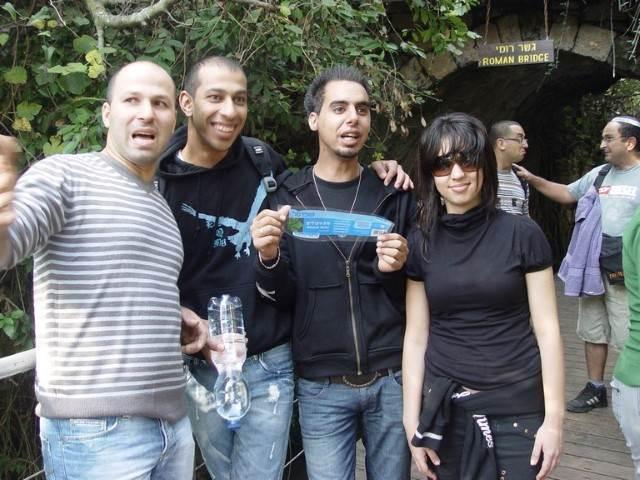 צילום קבוצתי על רקע ירוק 3