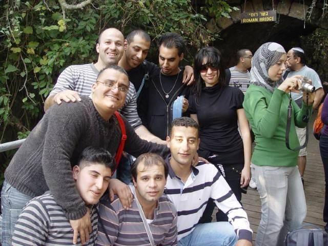 צילום קבוצתי על רקע ירוק 2
