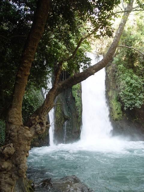 מפל מים יפיפה