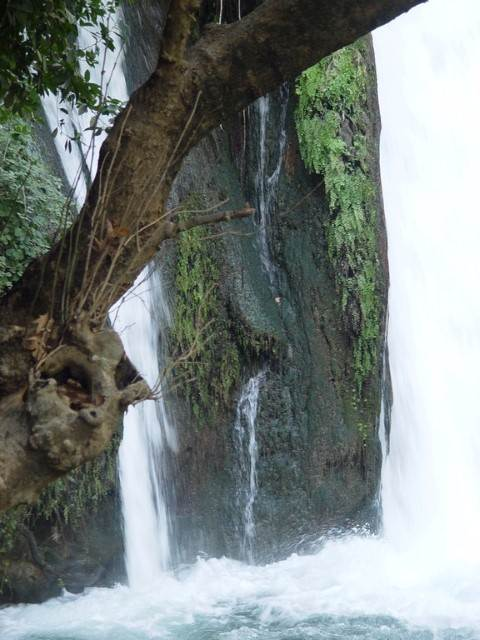 מפל מים מדהים