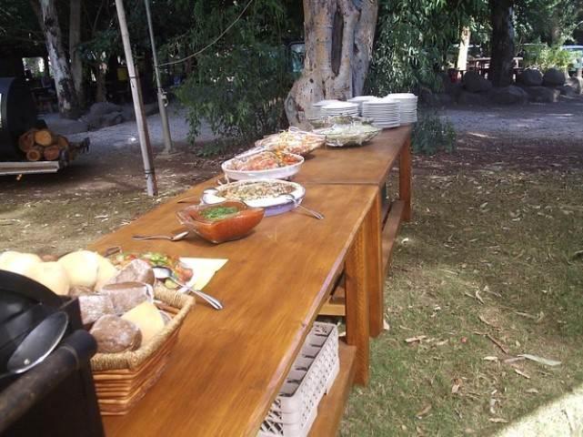 שולחן הגשת אוכל