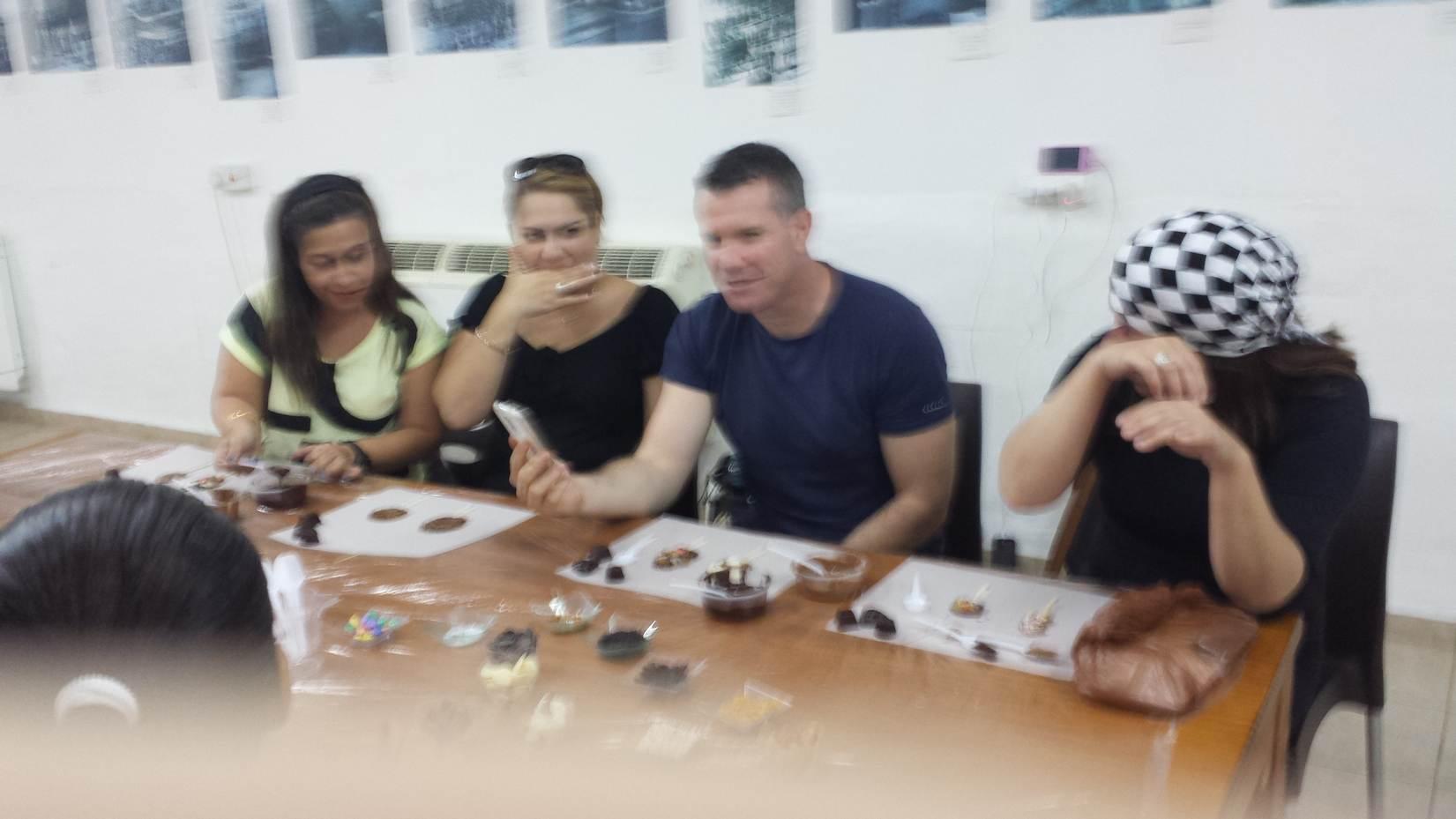הקבוצה בפעילות שוקולד