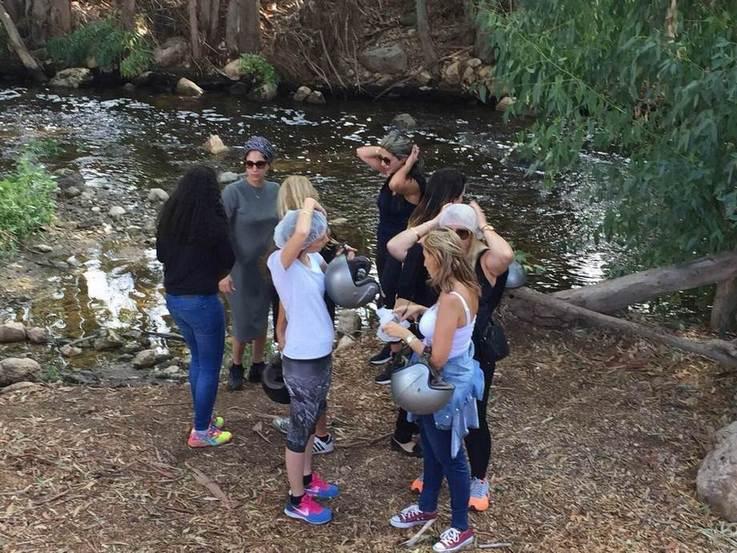 קבוצה על שפת הנחל